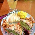 スモークサーモンのベーグルサンドイッチ ~ ペッパークリームチーズと♪ by mayumiたんさん