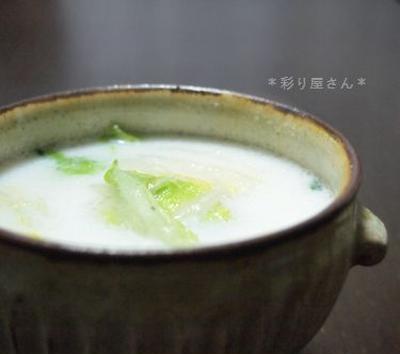 白菜と鶏つくねの豆乳スープ