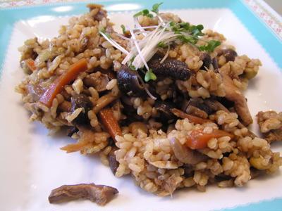 混ぜ込みたっぷりキノコの味噌玄米ご飯