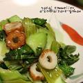 シンプル美味の節約レシピ♪「青梗菜(ちんげんさい)と竹輪の塩麹炒め *胡麻油風味」