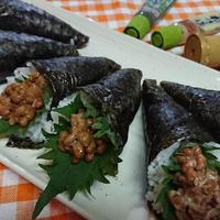 【レシピ】今さら知った!?綺麗な手巻き寿司の巻き方【3種の納豆巻寿司】。おまけ…大葉の保存。