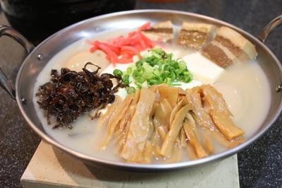 博多とんこつラーメン風の博多とんこつ豆腐鍋