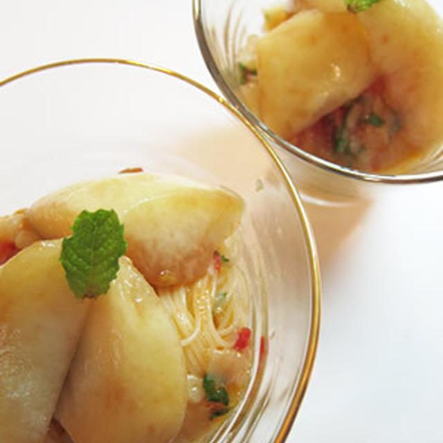 桃とミントの冷たいカペッリーニ