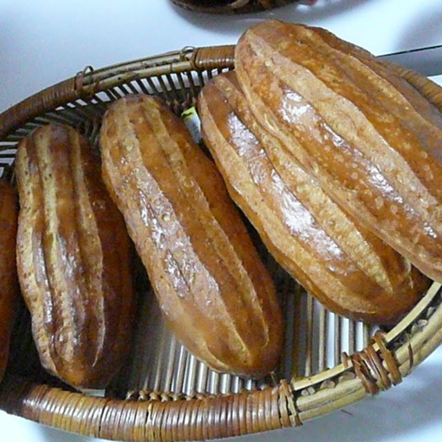 桃酵母のピザ&ハーブ酵母のローズマリーパン