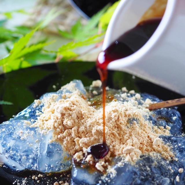 【材料2つ片栗粉・砂糖】フライパンで作れる簡単ぷるるんわらび餅