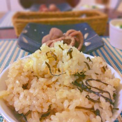 【うちごはん】簡単!塩昆布と天かすの混ぜご飯