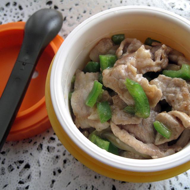 【5分で完成☆お弁当】 豚肉とピーマンの甘味噌炒め丼