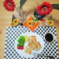 花と料理で楽しむハロウィン2☆生ハムとチーズのホットサンド