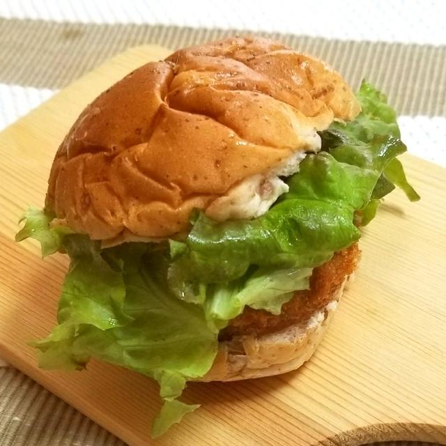 ライ麦パンのメンチバーガー