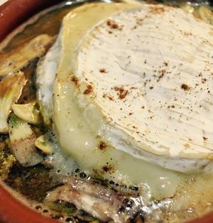 イワシの味噌煮とカマンベールのアヒージョ風