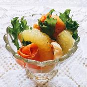 フルーツとサーモンのレモンドレッシングサラダ