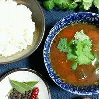 野菜エキスたっぷり、酸味&辛みの養生スパイススープ。