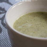 ブロッコリーとサルバチアのスープ