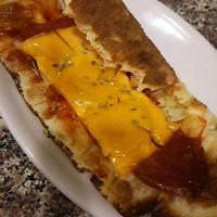 サラミと玉ねぎのナンピザ