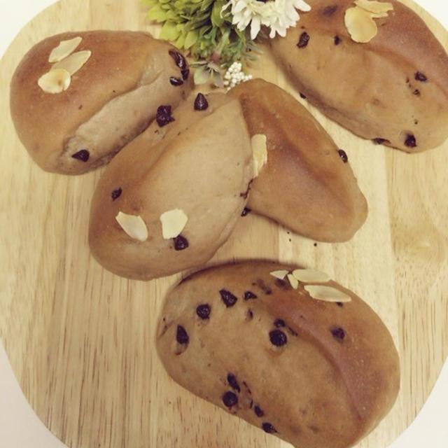 チョコチップとココアで切りっぱなしのおやつパン。