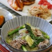キャベツと豚肉と春雨のスープ煮。お魚定食。
