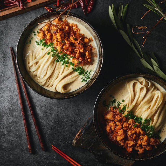 まろやか豆乳坦々うどん|白胡麻ペーストと鶏がらスープの素で簡単スープ