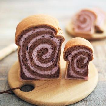 りんご酵母の「紫芋とココアのうずまき食パン」見た目もかわいい食パンです