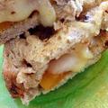 ゴーダチーズとアプリコットのレーズンブレッド トーストサンド
