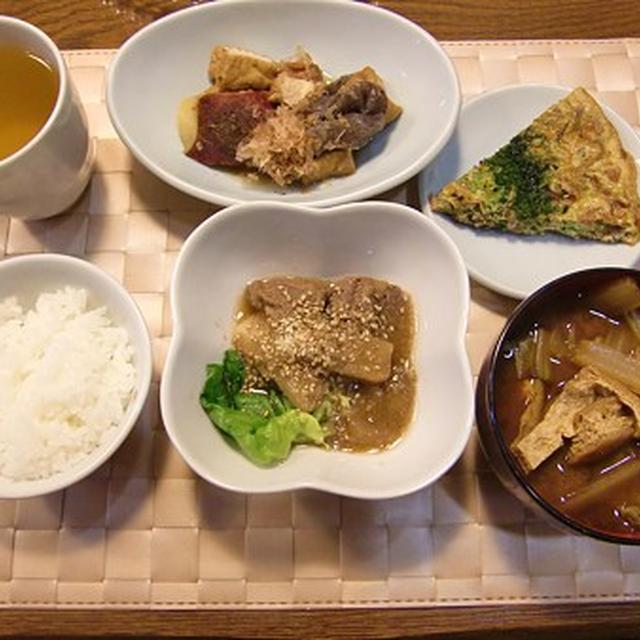 牛肉と大根と里芋の韓国風煮物&昭和の香りの煮物&きんぴら入り卵焼きの定食♪ベイクドチーズケーキ付き♪