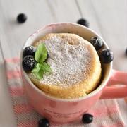 甘酸っぱさがクセになる!レンジで簡単♪ブルーベリーマグカップケーキ