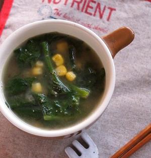 ほうれん草とコーンの味噌バタースープ