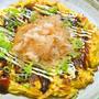 野菜だけで美味しい〜まぐろ花削りでたっぷりキャベツのヘルシーお好み焼き。