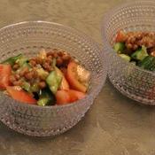 トマトときゅうりと納豆の辣油サラダ