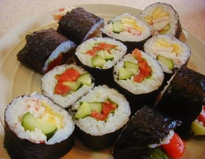 サーモンとサラダ巻き寿司