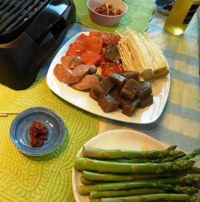 生肉のドッグフードへ切り替え ~ 鉄板焼きでこんにゃくソテー