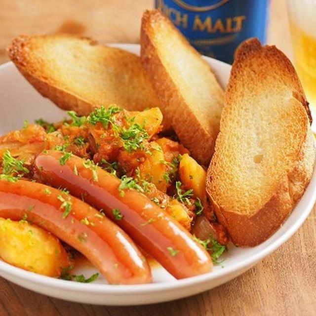 鯖缶とじゃがいものトマト煮、ウインナー、カリカリバゲット