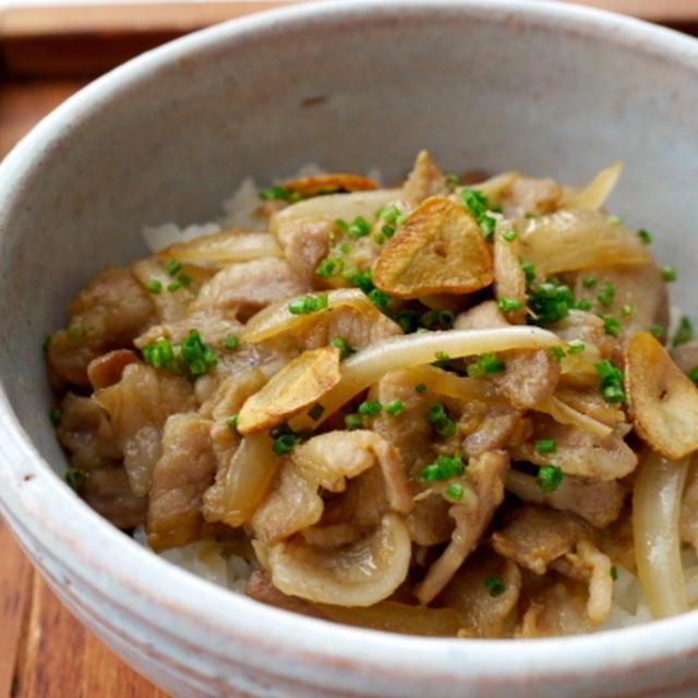 豚バラとタマネギの うなタレ味噌丼