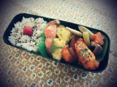 *紅鮭とエビチリのお弁当♪