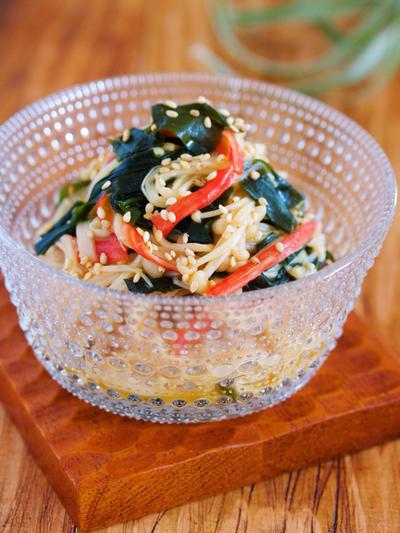 春雨よりヘルシー♪コリコリ食感がクセになる♪『湯かけえのきとわかめの中華サラダ』