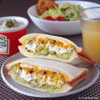 とろける旨さの「カボチャサラダとカッテージチーズのホットサンド」