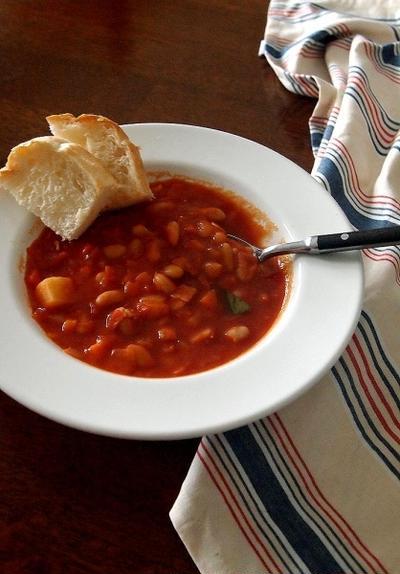 白いんげん豆の簡単トマトシチューと撃沈パンと・・&にゃ♪