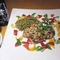 スパークリング清酒「澪」と楽しむ鶏モモ肉の柚子胡椒茶蕎麦添え