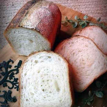 素朴なフランス食パンとレバー料理