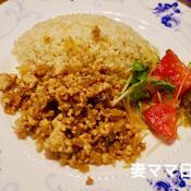 鶏挽肉の魚醤レモン炒めライス