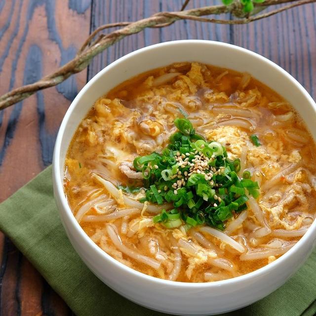 ひき肉ともやしと卵のピリ辛旨味噌スープ【具沢山ご馳走スープ】