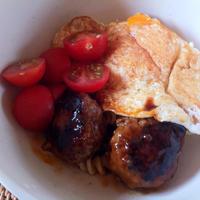 【レシピブログ】日本食研「ハンバーグ作りセット」〜ロコモコ丼風パスタ