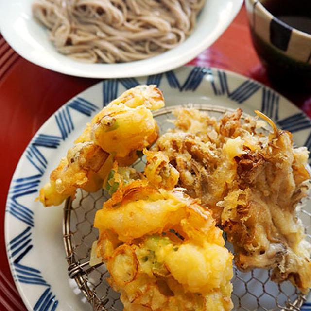 舞茸の天ぷら、えびとネギのかき揚げをお蕎麦と一緒に