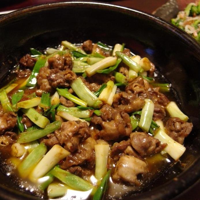 豆板醤と味噌を使ったハツモトとアサツキの炒め物