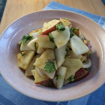 旬の野菜と果物を組み合わせて♪~カブとリンゴのゴマ味噌和え~