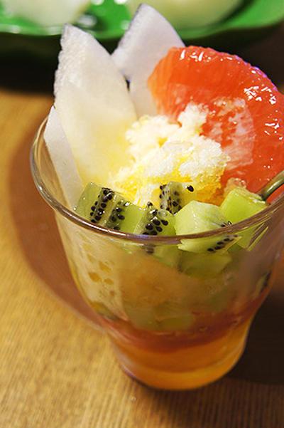 東亜風かき氷!フルーツたっぷりのアイスカチャン