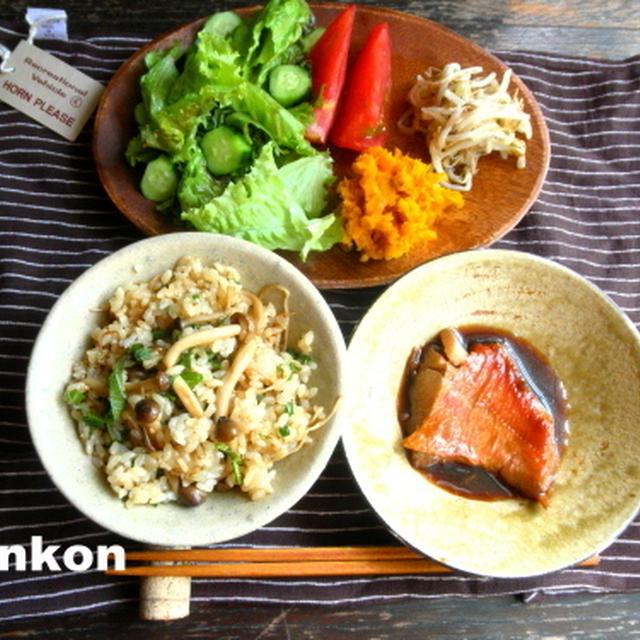 【簡単!!カフェごはん】きのこのバター醤油混ぜごはんと簡単な煮魚、サラダの定食