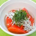 あと一品!おうち居酒屋の簡単おつまみおかず〜トマトとしらすの和風サラダ。