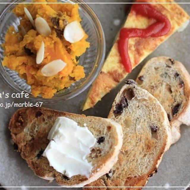 プチカレンズとイタリアンオムレツの朝食