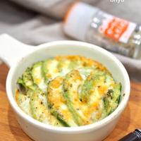 【食べ痩せレシピ♡】切るだけ簡単♡新玉とアボカドのスパイスチーズ♡