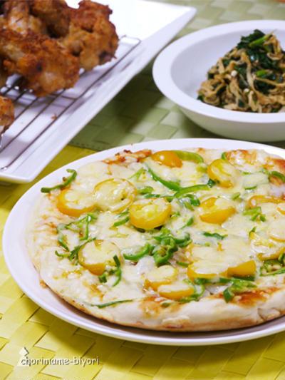 フライパンピザとカリカリクリスピー手羽元の晩ご飯。